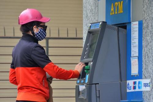 Sẽ giới hạn số lượng thẻ ATM với mỗi khách hàng? - Ảnh 1.