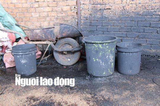 Bắt tạm giam 5 người trong vụ trộn tạp chất nhuộm pin vào hồ tiêu - Ảnh 3.
