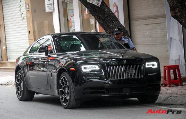 Bộ ba Rolls-Royce bản Black Badge với 3 phong cách nội thất độc đáo tại Việt Nam - Ảnh 13.