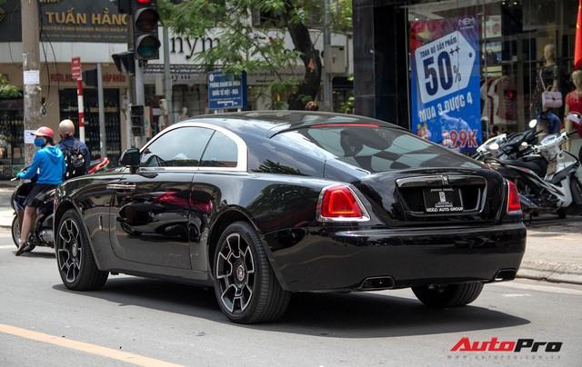 Bộ ba Rolls-Royce bản Black Badge với 3 phong cách nội thất độc đáo tại Việt Nam - Ảnh 14.