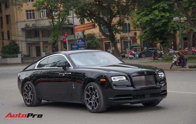 Bộ ba Rolls-Royce bản Black Badge với 3 phong cách nội thất độc đáo tại Việt Nam - Ảnh 3.