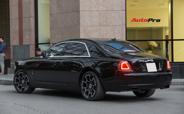 Bộ ba Rolls-Royce bản Black Badge với 3 phong cách nội thất độc đáo tại Việt Nam - Ảnh 6.