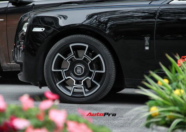 Bộ ba Rolls-Royce bản Black Badge với 3 phong cách nội thất độc đáo tại Việt Nam - Ảnh 8.