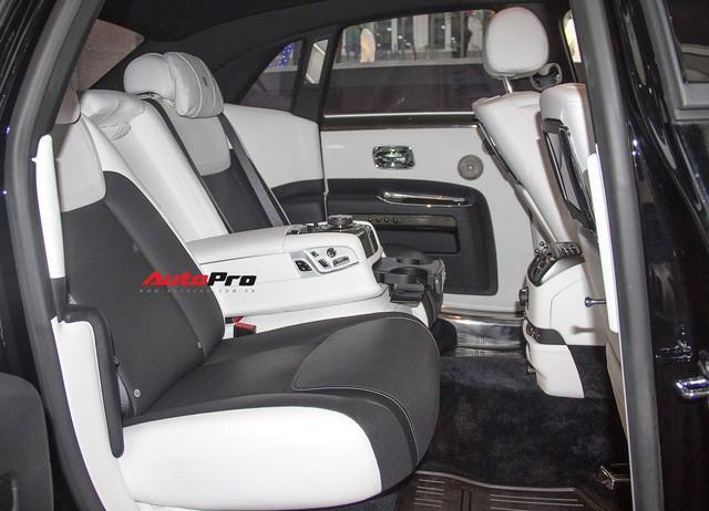 Bộ ba Rolls-Royce bản Black Badge với 3 phong cách nội thất độc đáo tại Việt Nam - Ảnh 10.