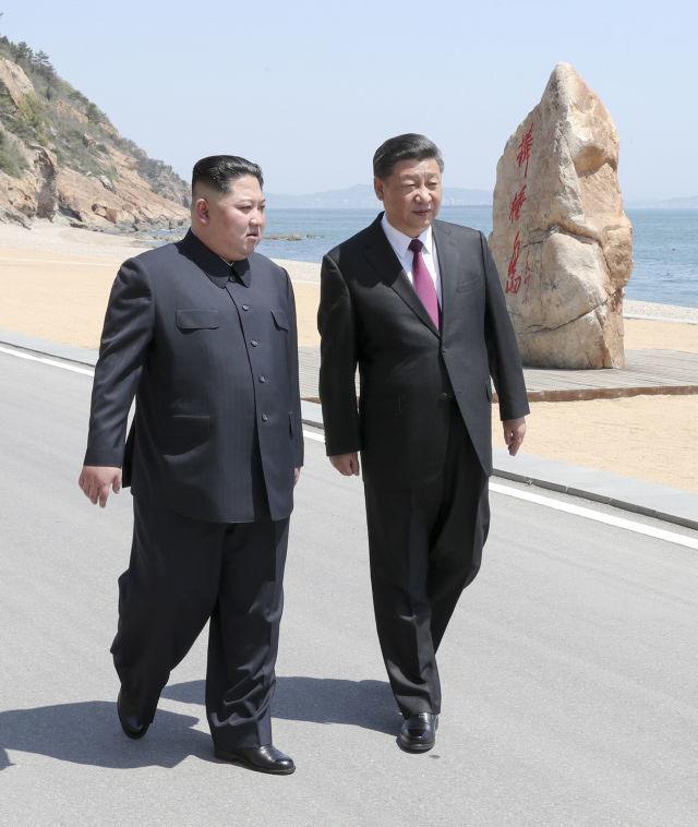 NÓNG: Ông Kim Jong-un vừa gặp ông Tập Cận Bình ở Đại Liên, Trung Quốc - Ảnh 1.