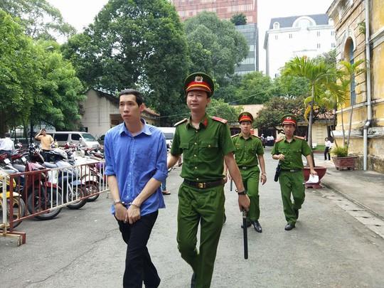 Sửa án sơ thẩm, nguyên phó giám đốc Agribank Mạc Thị Bưởi dính án - Ảnh 1.
