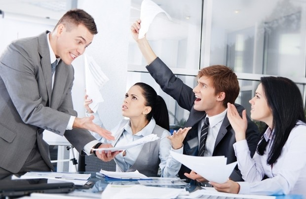 5 dấu hiệu chứng tỏ bạn là cái gai trong mắt sếp: Đọc ngay để không bị cô lập nơi công sở - Ảnh 1.