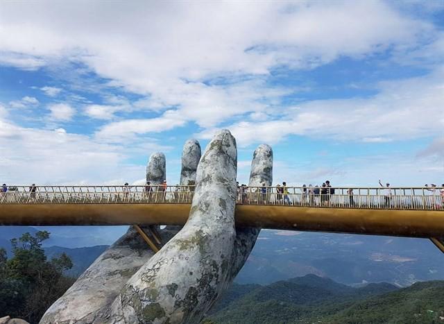 Ngắm tiên cảnh từ cây cầu vàng được nâng đỡ bởi đôi bàn tay khổng lồ siêu ấn tượng ở Đà Nẵng - Ảnh 7.
