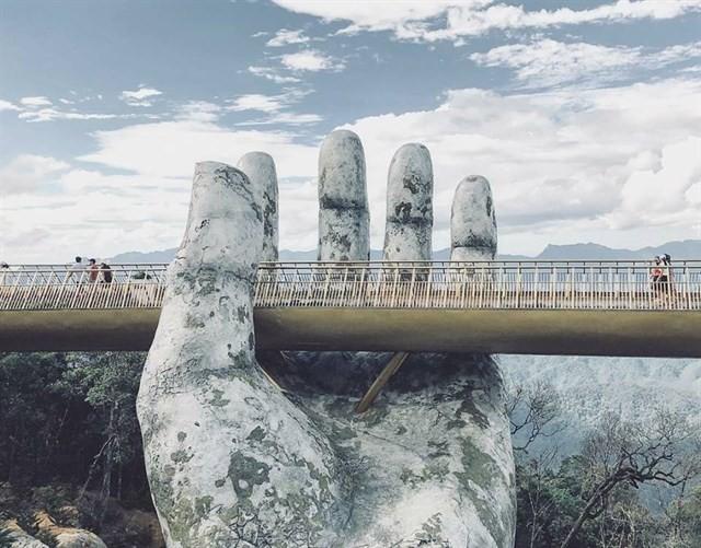 Ngắm tiên cảnh từ cây cầu vàng được nâng đỡ bởi đôi bàn tay khổng lồ siêu ấn tượng ở Đà Nẵng - Ảnh 6.