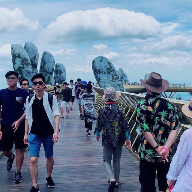 Ngắm tiên cảnh từ cây cầu vàng được nâng đỡ bởi đôi bàn tay khổng lồ siêu ấn tượng ở Đà Nẵng - Ảnh 8.
