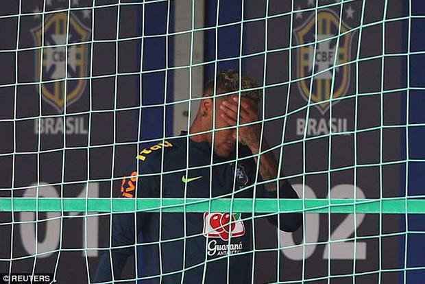 Hình ảnh Neymar ôm mặt đau đớn trên sân tập khiến fan Brazil lo lắng - Ảnh 5.