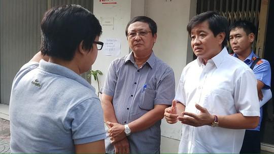Đang cưỡng chế chung cư 60 tuổi ở trung tâm Sài Gòn - Ảnh 1.