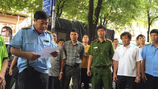 Đang cưỡng chế chung cư 60 tuổi ở trung tâm Sài Gòn - Ảnh 3.