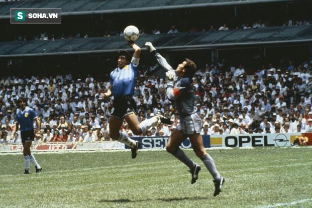 Khoảnh khắc World Cup: Sau pha solo đẹp nhất lịch sử của Maradona là sự bất công khổng lồ - Ảnh 2.