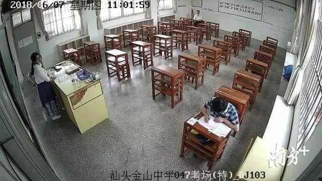 Những hình ảnh ấn tượng trong ngày thi đại học đầu tiên ở Trung Quốc - kỳ thi khắc nghiệt nhất thế giới - Ảnh 15.