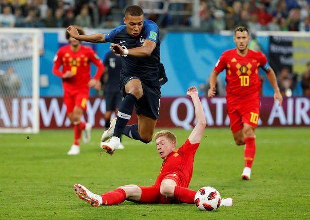 Sau màn lăn lộn ăn vạ như Neymar, sao trẻ Mbappe lại bị chỉ trích vì thói câu giờ chọc tức đối thủ - Ảnh 9.