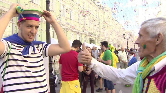 Hết World Cup, người bán hàng ở Nga sẽ tiếc lắm vì họ kiếm gấp 4 lần thu nhập bình quân thường ngày ngon ơ thế này - Ảnh 7.
