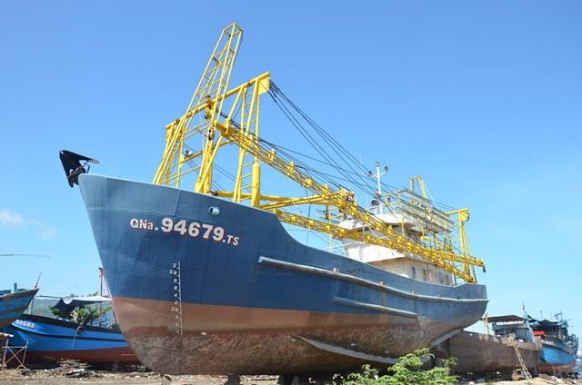Vụ tàu vỏ thép vừa xuống nước đã hỏng máy: Công ty đóng tàu kiện ngược ngư dân ra tòa - Ảnh 1.
