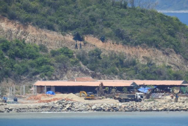 Chủ đầu tư dự án Hòn Rùa bị xử phạt vì thi công trái phép - Ảnh 2.