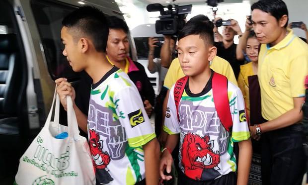 Đội bóng Thái Lan họp báo, tiết lộ bất ngờkhi được hỏi ai quyết định thứ tự ra khỏi hang - Ảnh 1.