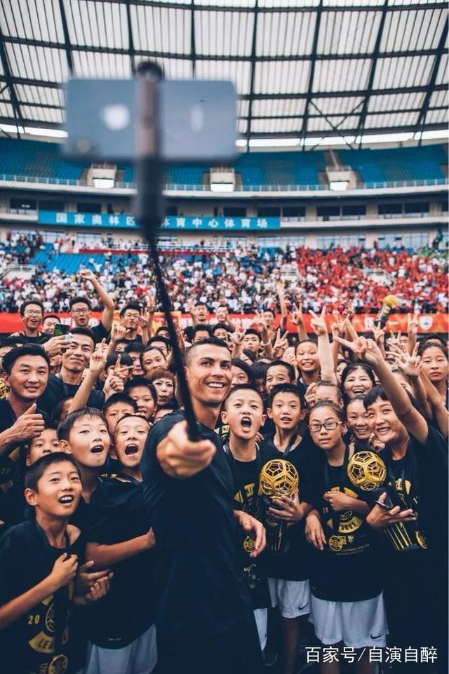 Sự thật bất ngờ vụ Ronaldo mắc bệnh ngôi sao, tức tối bỏ về giữa cuộc phỏng vấn tại Trung Quốc - Ảnh 2.