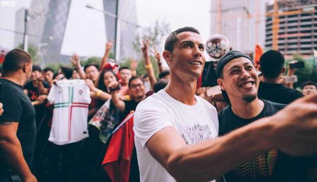 Sự thật bất ngờ vụ Ronaldo mắc bệnh ngôi sao, tức tối bỏ về giữa cuộc phỏng vấn tại Trung Quốc - Ảnh 3.