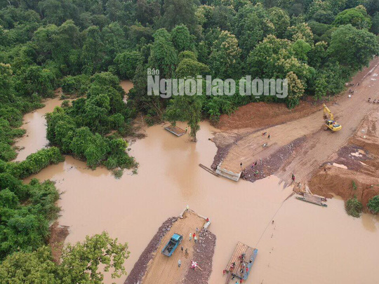 Tường thuật từ nơi vỡ đập thủy điện Lào: Chỉ còn một sốh dùng trực thăng, ca-nô để cứu người - Ảnh 2.