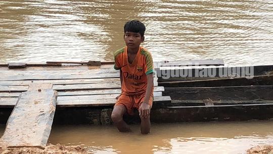 Tường thuật từ nơi vỡ đập thủy điện Lào: Chỉ còn một sốh dùng trực thăng, ca-nô để cứu người - Ảnh 4.