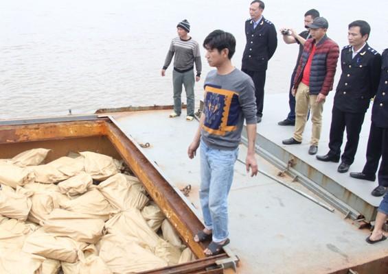 Bán đấu giá lô hàng gần 170 tấn thịt trâu đông lạnh - Ảnh 1.