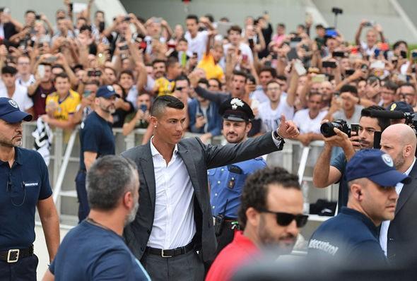 """""""Ronaldo là bản hợp đồng lãng phí tiền bạc của Juventus"""" - Ảnh 3."""