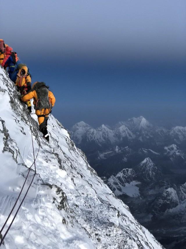 Người phụ nữ giữ kỷ lục 9 lần chinh phục Everest vốn là nhân viên rửa bát ở Whole Foods, lương 11,5 USD/giờ - Ảnh 3.