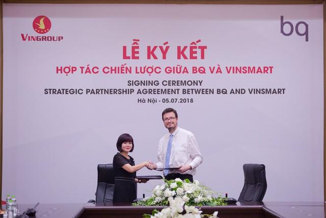 Chỉ 3 tuần sau tuyên bố làm điện thoại thương hiệu Việt, Vingroup đã mua bản quyền sở hữu trí tuệ từ hãng sản xuất smartphone hàng đầu Tây Ban Nha - Ảnh 1.