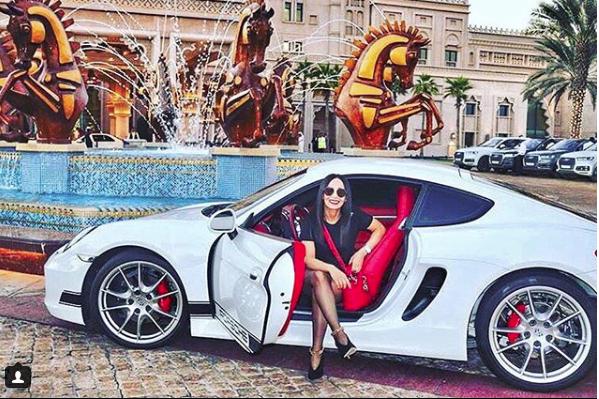 Hoa mắt với câu lạc bộ các quý cô chơi siêu xe ở Dubai: Cuộc sống quá ngắn để lái một chiếc xe nhàm chán - Ảnh 12.