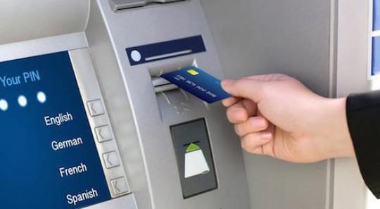 3 ông lớn cùng tăng phí rút tiền ATM từ 15-7 - Ảnh 1.