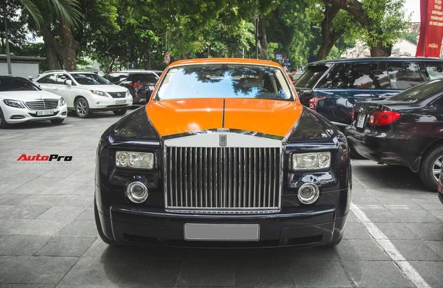 Chiếc Rolls-Royce Phantom tại Hà Nội đổi màu nhanh như tắc kè: Vừa hết tím mộng mơ lại đến cam cá tính - Ảnh 3.