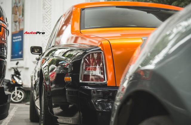 Chiếc Rolls-Royce Phantom tại Hà Nội đổi màu nhanh như tắc kè: Vừa hết tím mộng mơ lại đến cam cá tính - Ảnh 8.