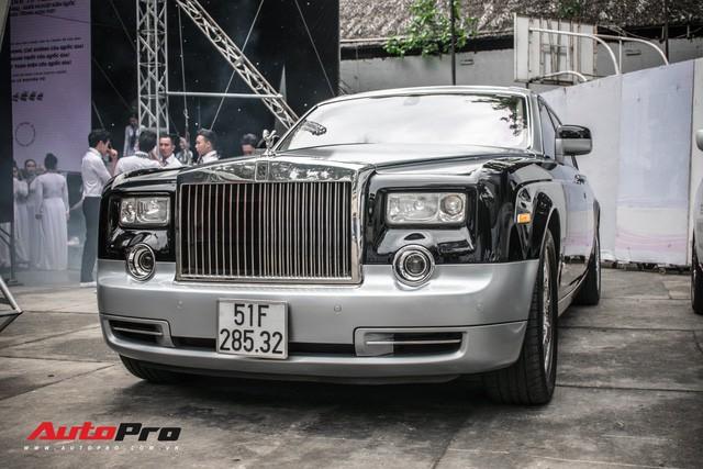 Rolls-Royce Phantom EWB bí ẩn của ông chủ cà phê Trung Nguyên xuất hiện tại Sài Gòn - Ảnh 1.