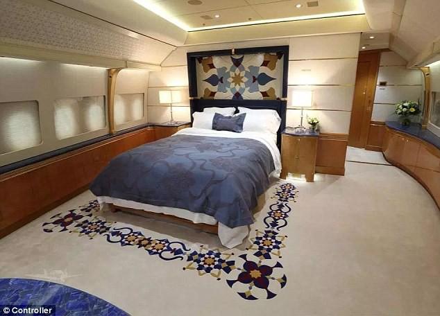 Cận cảnh siêu phi cơ dát vàng, 10 phòng tắm của Hoàng gia Qatar đang được rao bán 650 triệu USD - Ảnh 4.