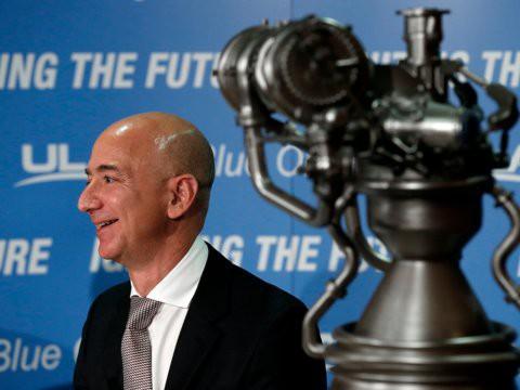 Không làm từ thiện nhiều như Bill Gates, người giàu nhất địa cầu Jeff Bezos sử dụng 150 tỷ USD tài sản của mình như thế nào? - Ảnh 22.