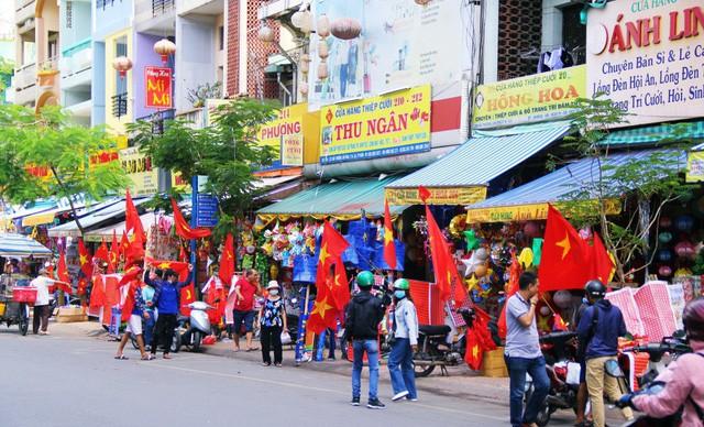 Ít phút trước trận bán kết ASIAD 2018 Việt Nam - Hàn Quốc, cổ động viên cả nước đồng lòng hướng về thầy trò ông Park - Ảnh 2.