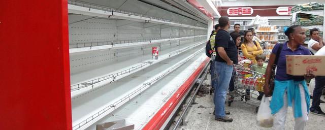 Vì đâu Venezuela lâm cảnh siêu lạm phát hàng chục nghìn % mỗi tháng, người dân bới rác tìm thức ăn, thịt ôi thiu cũng cháy hàng? - Ảnh 1.