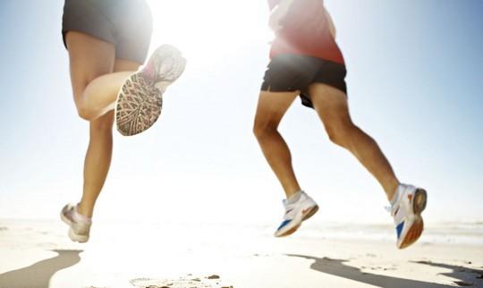 Chạy bộ là phương pháp rèn luyện sức khỏe dễ nhất nhưng nhiều người vẫn mắc 6 sai lầm cơ bản có thể gây tổn hại sức khỏe sau - Ảnh 1.