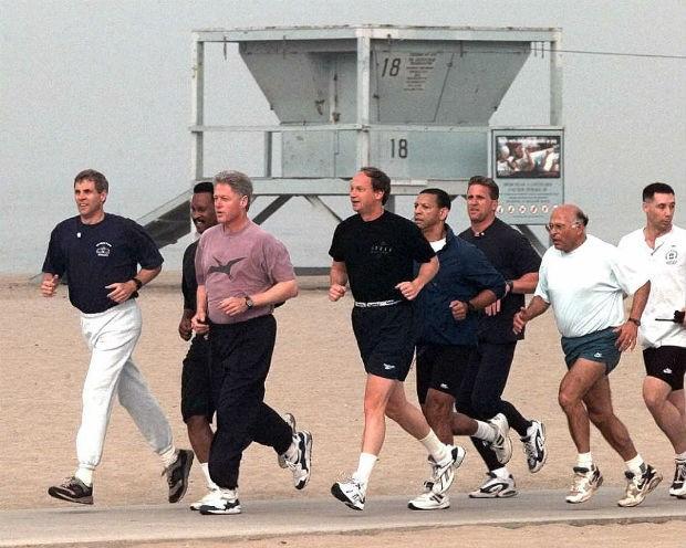 Từ đội siêu mật vụ tháp tùng bà Obama chạy bộ cho tới năng lực bậc nhất của vệ sĩ 1 số đời TT Mỹ - Ảnh 5.