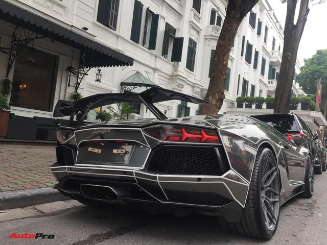 Lamborghini Aventador Roadster độ phong cách Tron Legacy chrome chói chang tại Hà Nội - Ảnh 3.