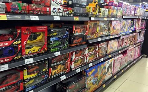 Thị trường đồ chơi trẻ em: Hàng ngoại lấn át hàng nội - Ảnh 1.