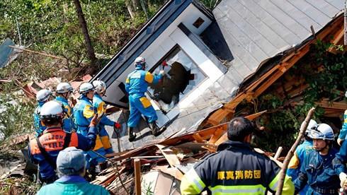 Số người thương vong do động đất ở Nhật Bản vẫn không ngừng tăng - Ảnh 1.