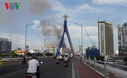 Cập nhật: Cháy cực lớn tại Đà Nẵng, khói cuồn cuộn phủ một góc phố - Ảnh 7.