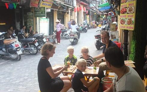Việt Nam có lượng khách quốc tế tăng trưởng nhanh bậc nhất địa cầu - Ảnh 1.