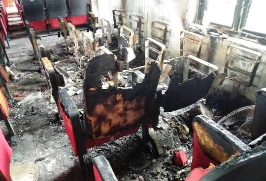 Cháy ở UBND xã thiệt hại 300 triệu đồng, báo cáo 580 triệu đồng - Ảnh 1.
