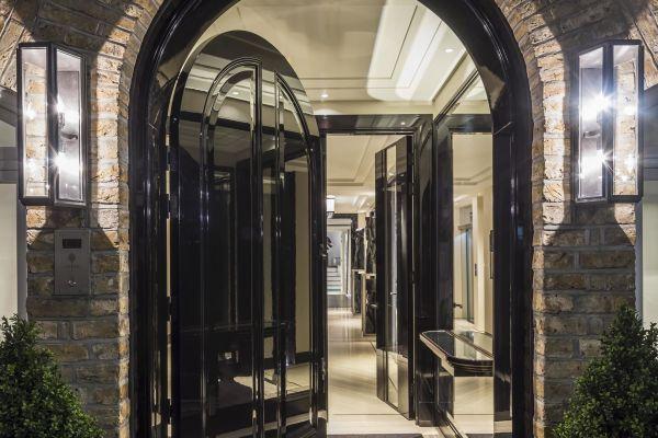 Khám phá ngôi biệt thự trị giá 42 triệu USD ở con phố tỷ phú Mayfair – nơi sự xa hoa ẩn trong lòng đất - Ảnh 2.